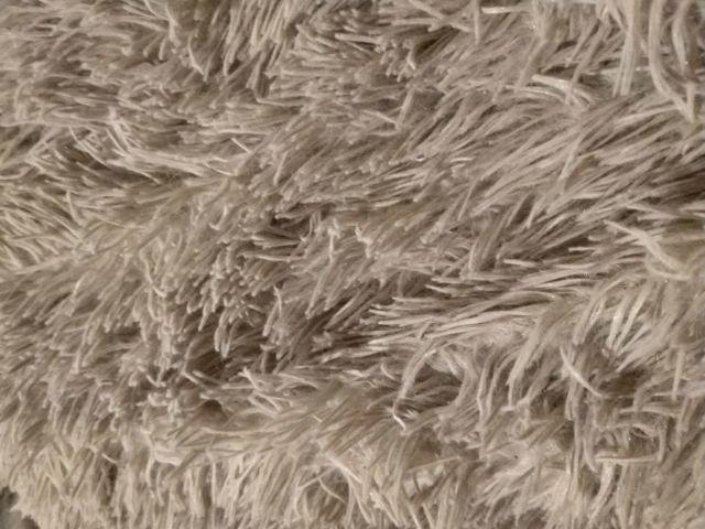 Как стирать плед, чтобы он остался мягким и пушистым: варианты для разных материалов