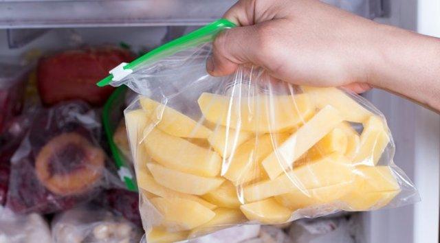 Можно ли хранить картофель в воде, как это влияет на продукт