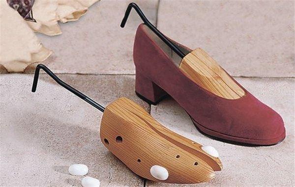 Как разносить обувь, которая жмет, в домашних условиях до нужного размера?