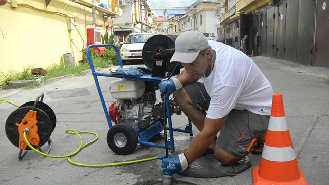 Гидродинамическая машина для прочистки канализационных труб: типы и применение