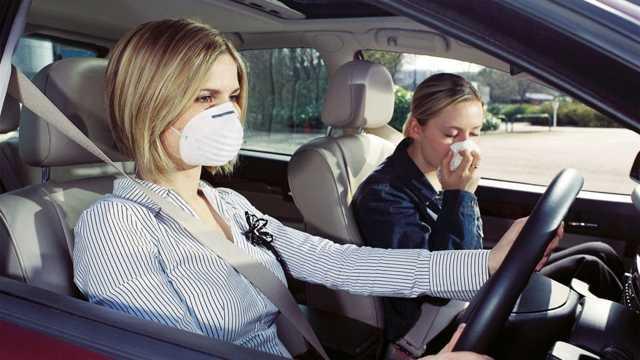 Как избавиться от неприятного запаха в машине: средства от обычного уксуса до озонирования