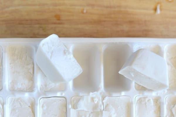 Можно ли молоко замораживать в морозилке, сколько его можно хранить – ответы на часто задаваемые вопросы