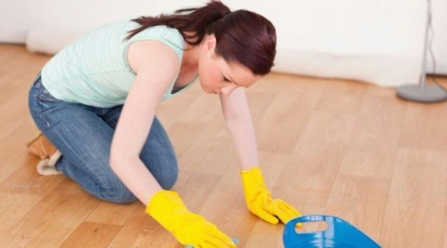 Чем отмыть линолеум после ремонта, чтобы не осталось пятен и разводов?