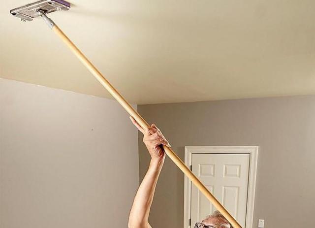 Как помыть матовый натяжной потолок без разводов: несколько практичных советов