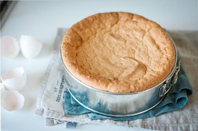 Как вытащить горячий пирог, бисквит и кексы из силиконовой или стеклянной формы целым