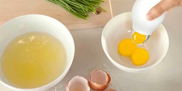 Как отделить желток от белка за несколько секунд?