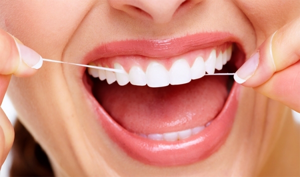 Как правильно чистить зубы нитью – основные правила и нюансы процедуры