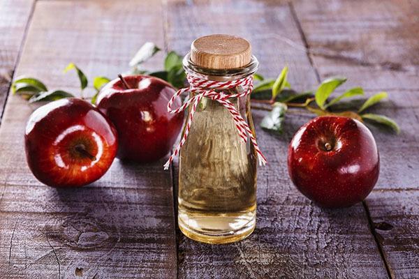 Яблочный уксус: свойства и применение в быту