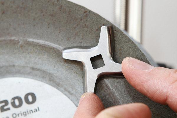 Как наточить нож для мясорубки в домашних условиях?