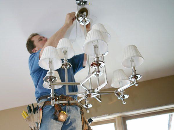 Как поменять лампочку правильно - в светильнике, подвесном потолке, холодильнике, ванной, в духовке, кухонной вытяжке, в микроволновой печи