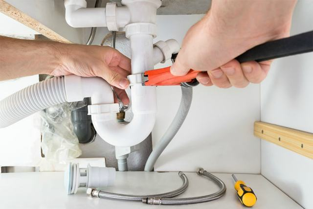 Как прочистить трубу в ванной в домашних условиях: полезные советы