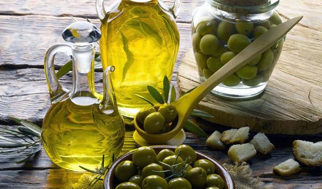 Можно ли хранить оливковое масло в холодильнике, как продлить срок годности