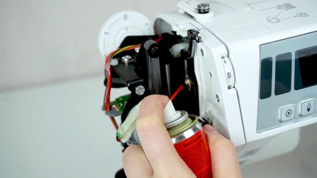 Уход за швейными машинами: как провести чистку и смазку?