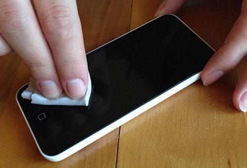 Как убрать царапины с экрана телефона, не усугубив ситуацию?