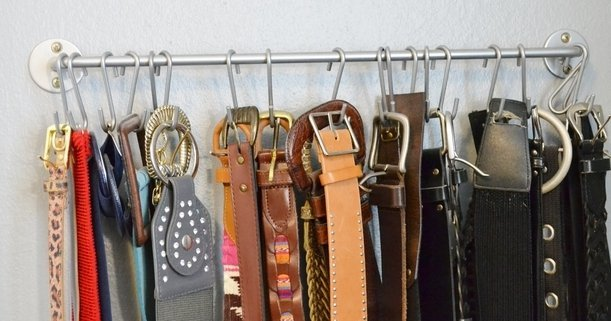 Как правильно хранить ремни, пояса и галстуки в шкафу: два принципа и масса вариантов