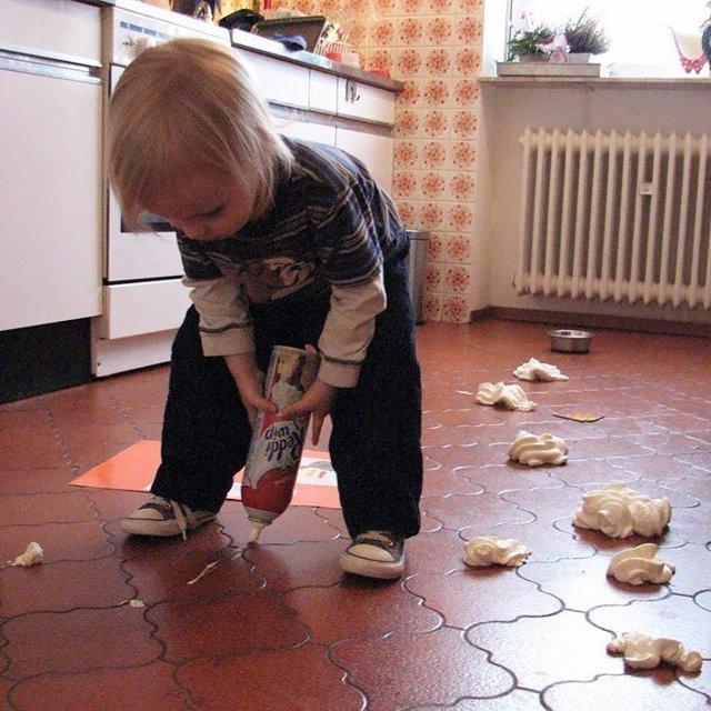 Сначала пылесосить или мыть полы: как правильно и что лучше